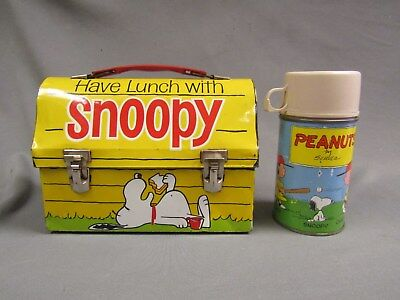Vintage 1968 metal snoopy lunch box w thermos