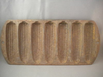 Vtg Lodge 2702 Cast Iron 7 Corn Cob Muffin Bread Mold Pan Made In USA