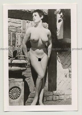 Busty Shorthaired Nudel Model / Outdoor  (Vintage Photo 2nd Gen B/W ~ 50s)