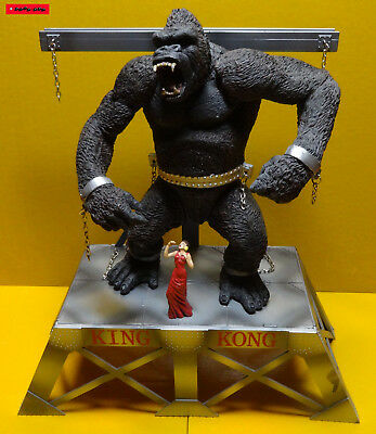 """KING KONG in Chains on Stage 1:6, 12"""" (30cm) Mc Farlane LOOSE / ARM GEBROCHEN !"""