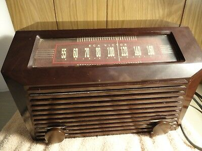Vintage Rca Victor Am Tube Radio Model 9-X-641 Plays ,light Works Nice Cabinet