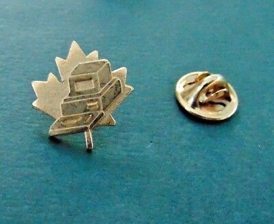 Vintage Computer 286 386 8088 Monitor Keyboard Lapel Pin Gold Tone Maple Leaf