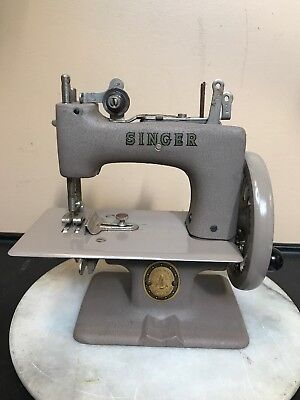 Vintage Sewing Machine. Singer Miniature Sewing Machine 1950S. It Works Great!