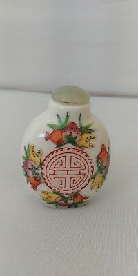Beautiful hand painted Chinese snuff bottle