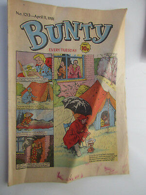 Vintage BUNTY Girls Comic No 1213 from April 11t 1981 / cut-out wardrobe on back