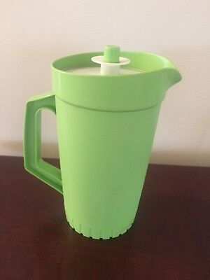 Tupperware Jug with push button servalier seal in good condition