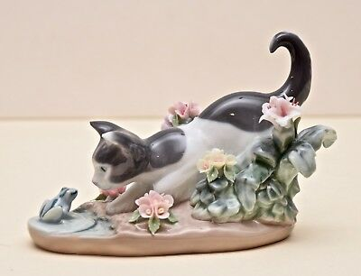 Lladro Figurine #1442 - Kitty Confrontation - Cat and Frog- Mint Condition 1984