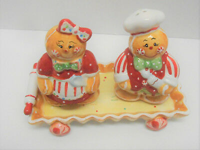 Vintage Old Fashion Gingerbread Salt And Pepper Shaker And Tray In Original Box