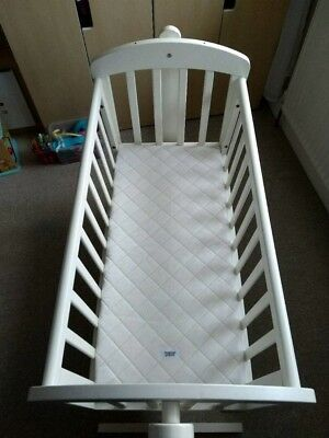 Mamas and Papas Breeze swinging crib white, nearly new mattress included