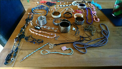 Large Job Lot Of Costume Jewellery Wearable/repair/resale Bangles Necklaces Etc