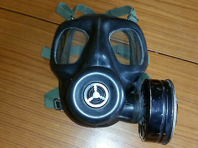 OLD GAS MASK good condition