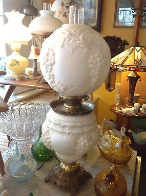 Vintage Antique White GONE WITH THE WIND OIL BANQUET PARLOR PUFFY GRAPE LAMP