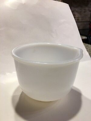 GLASBAKE MILK GLASS SMALL MIXING BOWL #6 for SUNBEAM w/Spout Great Condition
