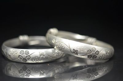 A Pair Beautiul Tibetan Silver Carving Retro Flower Shape Amulet Bracelet