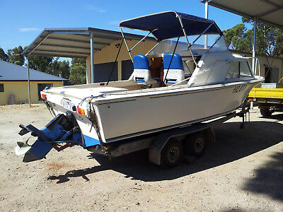 Boat Mustang Half Cab 5.4 Meters FGASS Volvo Pentra 115hp motor new 20 hrs work