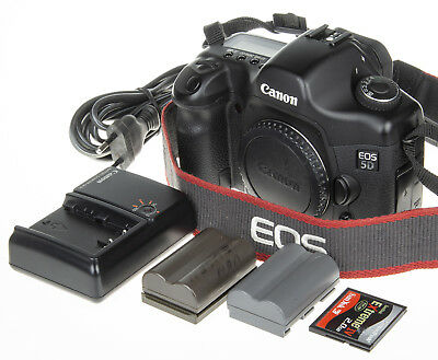 Canon EOS 5D DSLR with 2Gb CF, 8,9k clicks +Extended FW *excellent condition*