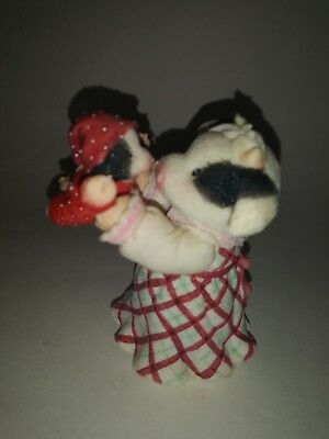"""Moo-ey Kissmas"" 1999 #548669 Enesco Mary Moo Moos Figurine"