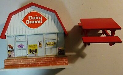 Enesco Mary's Moo Moos Dairy Queen Store Display & Red Picnic Table