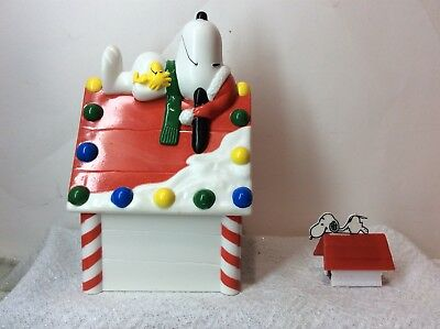 Whitman's Snoopy Woodstock Christmas Doghouse Plastic Bank Peanuts & Sharpener