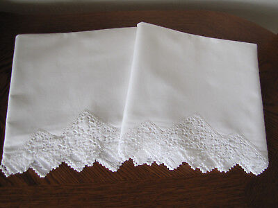 Vintage Pair Of Pillowcases White & White Fancy Floral Crocheted Trim Exquisite