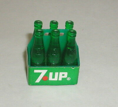 VINTAGE MINIATURE 7-UP THE UNCOLA 6 PACK BOTTLES IN CASE RARE Plastic