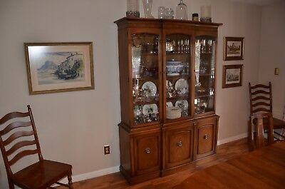 Beautiful Mid-Century China Cabinet by Drexel