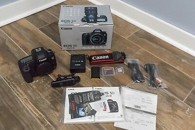 Canon EOS 5D Mark III 22.3MP Digital SLR Camera - Black (Body Only) - EXTRAS