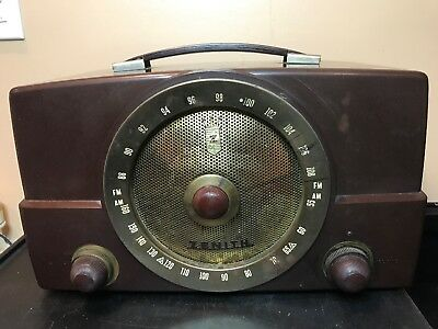 Vintage Zenith Tube Radio.am/fm #H725 Made Of Bakelite In The 50s.Works