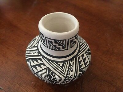 Beatiful Isleta Kimo Decora Pot 2 1/2 Inches