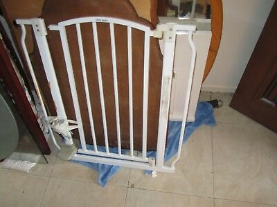 Child Safety Pressure Mounted Baby Gate (Suits openings 76-86cm) 82 cm high