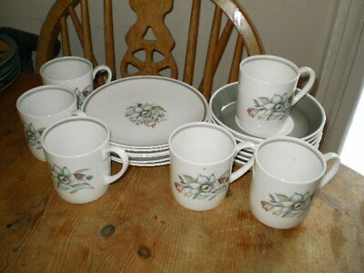 """Susie Cooper Wedgwood - 6 Cups,saucers & 6 1/2"""" Plates"""