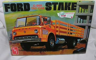 Ford C-600 StakeTilt Cab 1:25th scale model by AMT