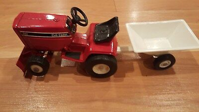 Ertl International Harvester Cub Cadet Lawn Tractor 682 with trailer red
