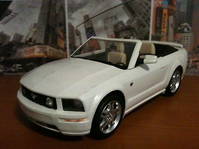 Barbie Auto , Ford Mustang , 42 cm lang im Maßstab 1:8 , in gutem Zustand