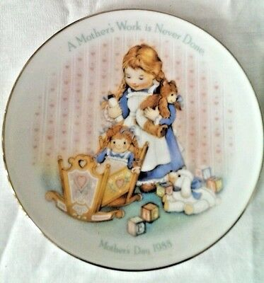 1988 Mothers Day Gift Plate A Mother's Work Is Never Done  Avon New in Box