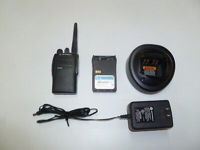 Motorola EX500 16 Ch 136-174 MHz VHF Two Way Radio w Charger AAH38KDC9AA3AN