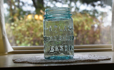 Vintage Cornflower Blue Pint Size Atlas Strong Shoulder Mason Jar Clean & Nice!