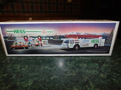 1989 Hess Toy Fire Truck Bank w/Dual Sound Siren