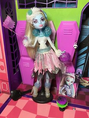 Monster High Doll - Abbey Bominable - Ghouls Rule - Complete - Good Condition