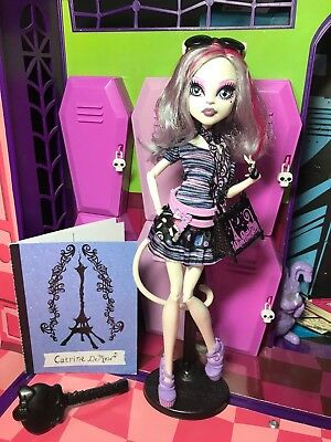 Monster High Doll - Catrine DeMew - Scaris - Complete - Great Condition