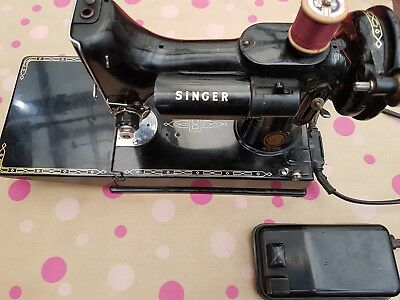 VINTAGE SINGER 221k FEATHERWEIGHT ELECTRIC SEWING MACHINE, FULLY WORKING