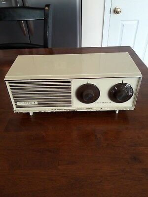 Vintage Retro 1960's Zenith AM Solid State Table Top Radio