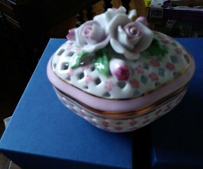 Past times finest porcelain trinket / pot pourri dish