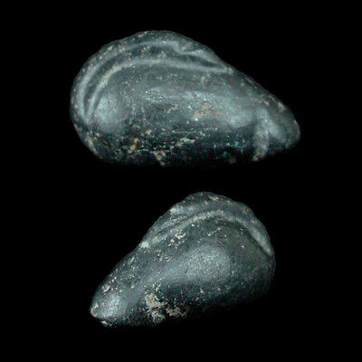 A hematite weight in form of a duck x8523