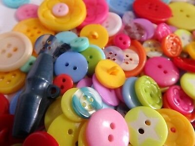 200 BRIGHT bulk buttons Craft Scrapbooking  Mixed Colours. 8~28mm