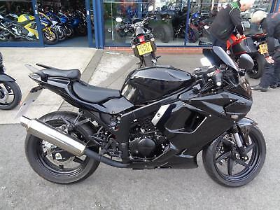 Hyosung GT 125 R, IDEAL FIRST BIKE, 179 MILES ONLY, BIG BIKE LOOK AND FEEL