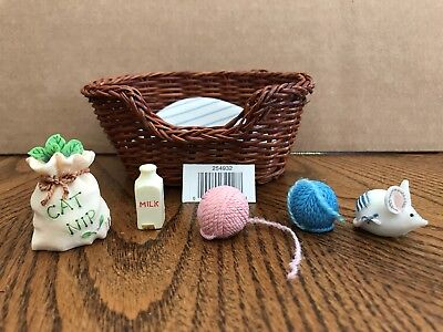 Enesco Calico Kittens Mini Cat Toys with Basket   254932