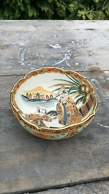 Beautiful Antique Vintage Chinese Oriental Hand Painted Decorative Bowl *