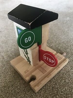 Thomas The Tank Engine Wooden Railway Stop & Go Station