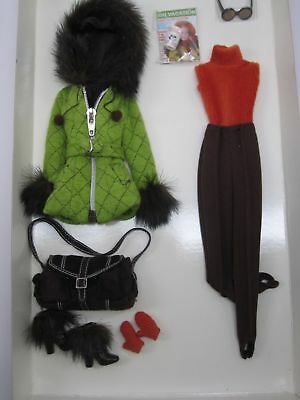 2004 Skiing Vacation Barbie Fashion BFMC  Gold Label   Silkstone  G5271
